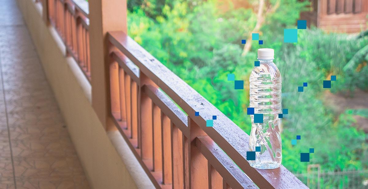 Microplastiche-e-acqua-in-bottiglia